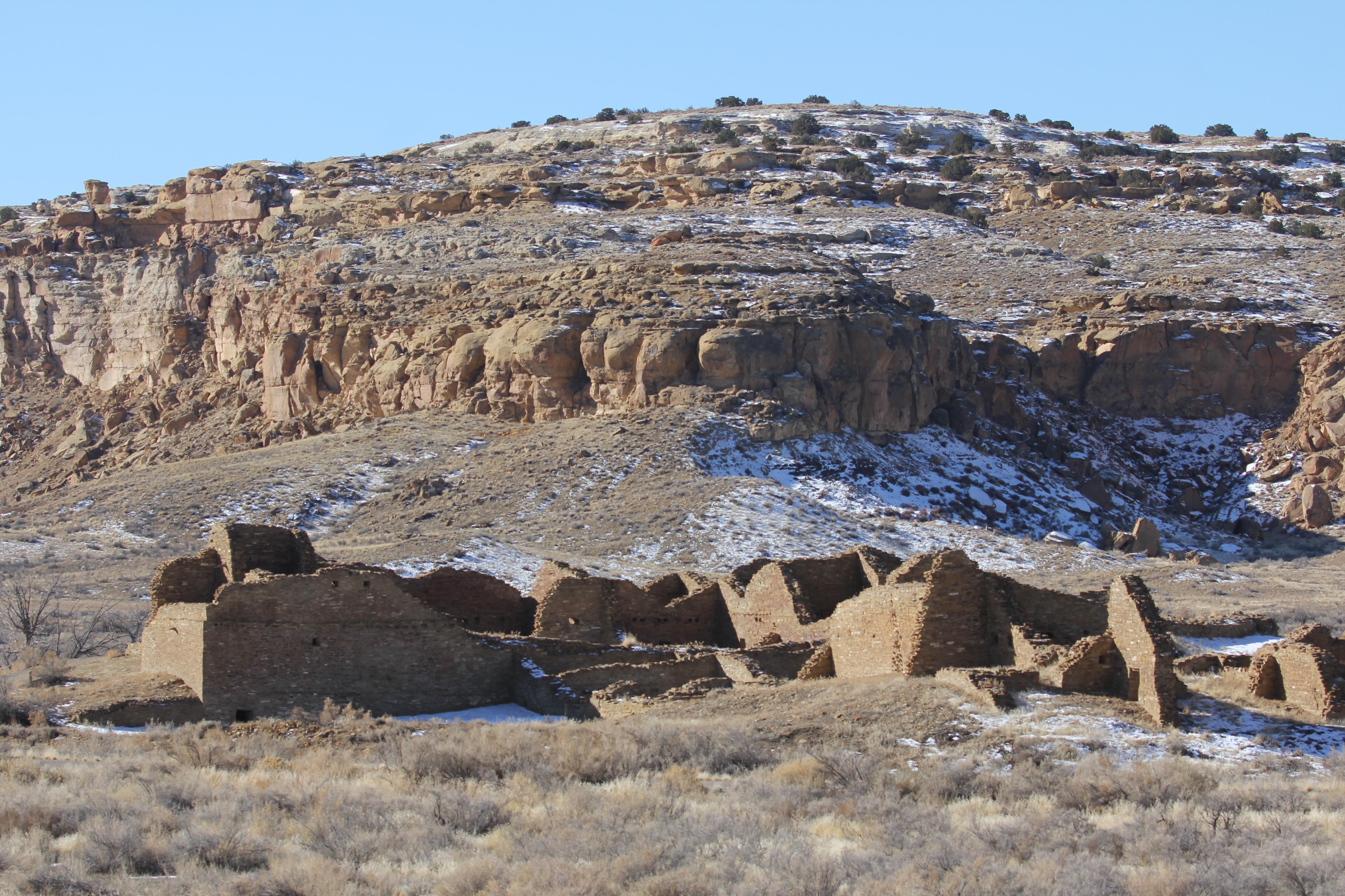 Ruins of ancient Pueblo del Arroyo in Chaco Canyon